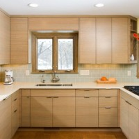 Yeni değişik Kitchen: Simple Kitchen Design With Wooden Cabinet And Ornaments. Resimleri